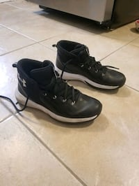 Under Armour Shoes (Youth 6) Edmonton, T5B 1W5