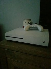 white Xbox One console with controller Killeen, 76549