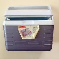 """NEW RUBBERMAID Pearl Purple 10.5"""" x 6.5"""" Lunch Cooler (Been sitting no use for it) Palmdale, 93550"""