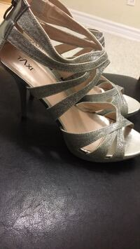 High heel shoes size 9