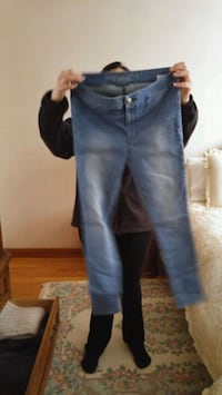 blue denim straight cut jeans Toronto, M3N 1E4