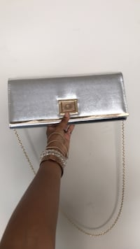 Silver purse  Chesapeake, 23322