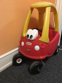 red and yellow Little Tikes cozy coupe Reading, 19601