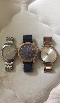 Three round gold-colored chronograph watches Chantilly, 20151