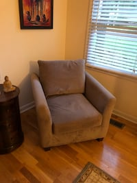 Taupe chair  530 mi