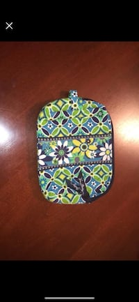 Vera Bradley medium cosmetic bag in the pattern Daisy Daisy Alpharetta