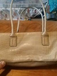 Tommy Hilfiger purse.. Pre own Hagerstown, 21740