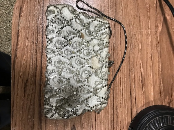 Vintage clutch purse 170966e2-31ed-4634-8040-c5ace362de44