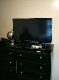 32 in TV with Xbox one and games Minneapolis, 55405