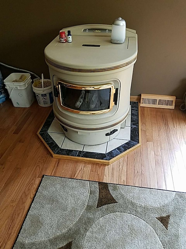 Used Bixby corn/wood pellet stove 2006 for sale in Colfax ...