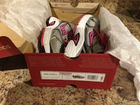 Brand new in the box ladies size 7 SAUCONY runners