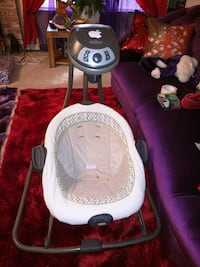 baby's white and gray Graco swing chair Stockton, 95207