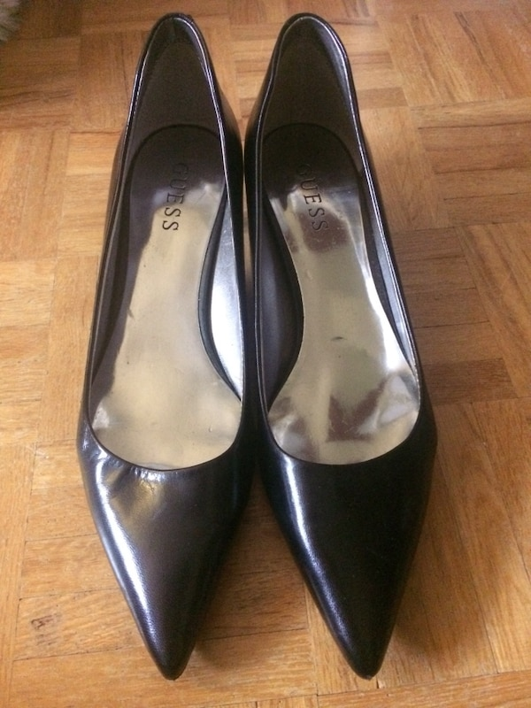 618b832d2a4 Used Black pointed toe guess heels for sale in Ottawa - letgo