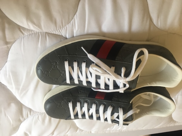 Gucci Shoes Size 9 4