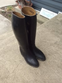 Leather Horse back riding boots size 23 M perfect condition  Plympton-Wyoming, N0N 1T0