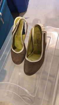 pair of brown suede heeled shoes Innisfil, L9S 4W6