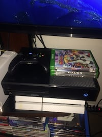 Black xbox one w/controller and 3 games