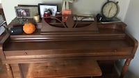 Piano (52 white keys, good condition, comes with 3 pedals and a wooden key cover, comes with free chair) Gaithersburg, 20878