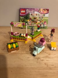 Lego Friends Mia's Lemonade Stand Goshen, 10924
