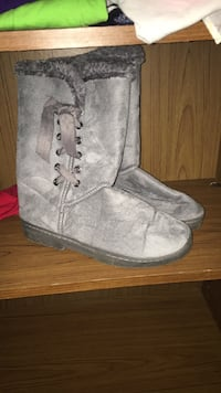 Grey boots  Triangle, 22172