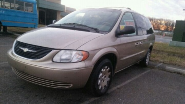 2003 Chrysler Town & Country*ONLY 110K*Runs Great*