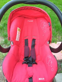 baby's red and black car seat carrier Montréal, H8Y 2L2