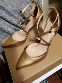 Golden shoe's high heels
