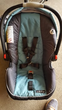 Car seat with extra base - SnugRide click connect 35 Infant car