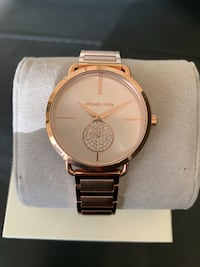 Round gold michael kors analog watch with link bracelet Oxon Hill, 20745