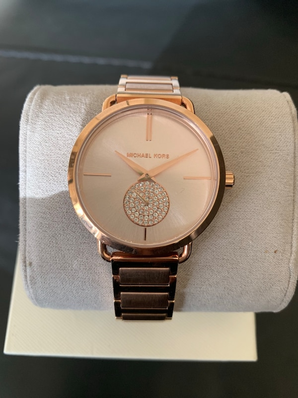 8da14d77f70 Used Round gold michael kors analog watch with link bracelet for sale in  Oxon Hill - letgo