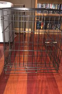 Pet crate; missing tray bottom Hudson, 03051