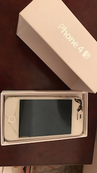 White iphone 4s in a box Los Angeles, 91335