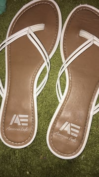 Pair of brown-and-white american eagle tong sandals Sebastian, 32958