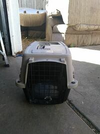 gray and black pet carrier