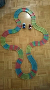 Racing track with 2 cars