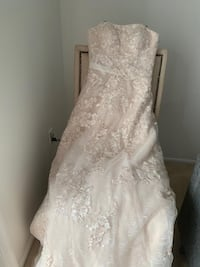 Lovely size 4 wedding dress