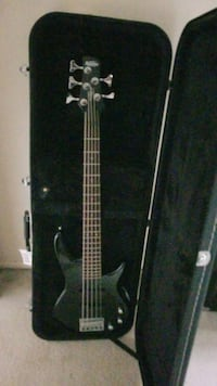 Ibanez Gio short scale 5 string bass w/case Poolesville, 20837