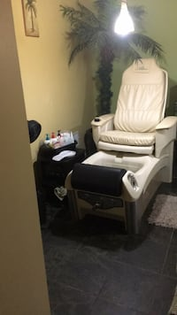 Manicures/pedicures rent a professional space to bring your pedicures costumers  Wyoming, 49519