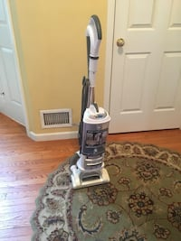 white and gray upright vacuum cleaner Manor, 15642
