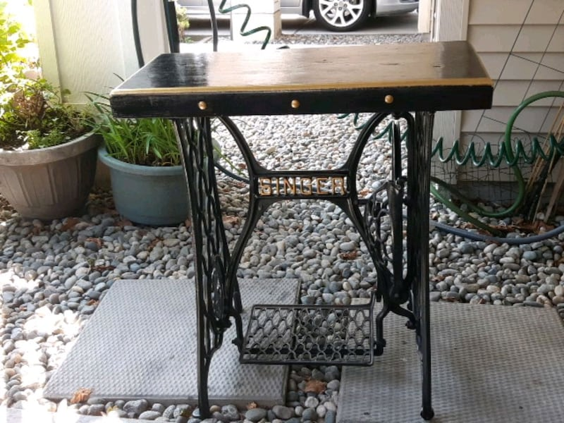 Singer base pub top good for sofa table or hall ta 41514cc3-f2db-4660-b91e-0448ded41025