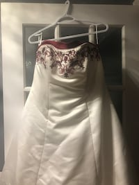 Size 14 wedding dress dry cleaned and ready to go with matching veil Woolwich, N0B 1M0