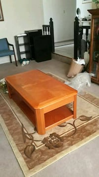 Coffee table w/rise top