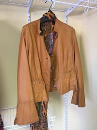 Woman's leather coat size small Airdrie, T4A 1Y4