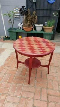 All very good condition antique table 3 feet round Pico Rivera, 90660