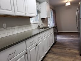 LARGE 2 bR. Duplex, close to everything