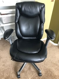 black leather office rolling chair Centreville, 20120