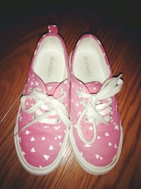 pair of pink-and-white low top sneakers Laredo, 78045