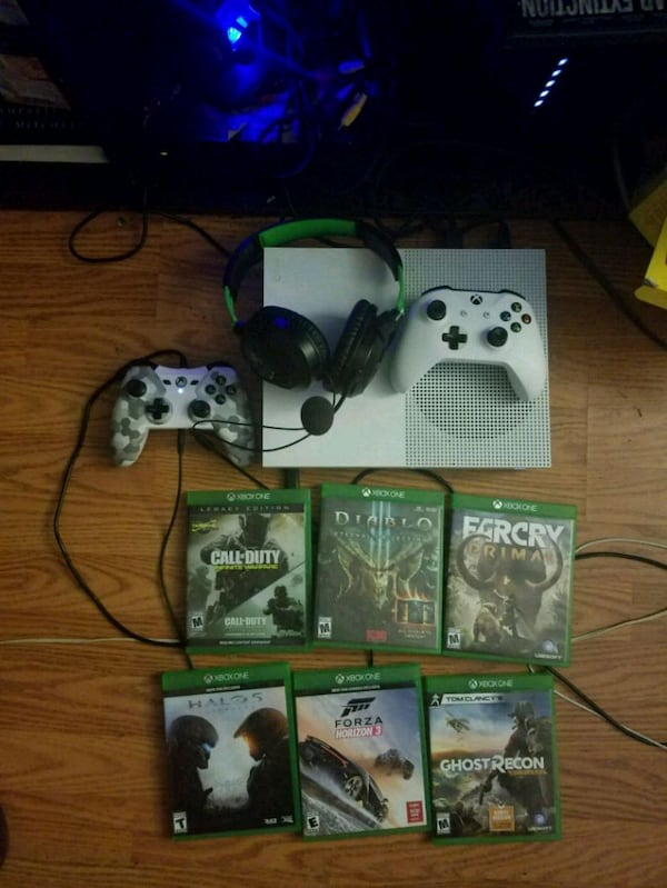Xbox One S with Games and headset and controller ea6a5edd-32fd-4124-b23b-4217c16f2f01