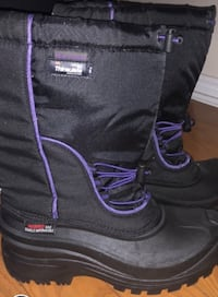 Black and purple leather boots size 9 Cambridge, N1T 1M1
