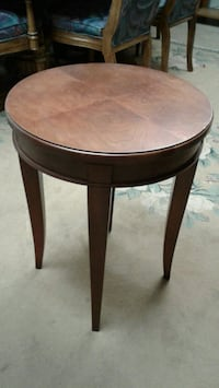 NICE SMALL TABLE very good condition  Zion, 60099